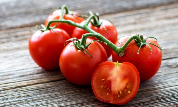 47193884 - fresh tomatoes on wood background
